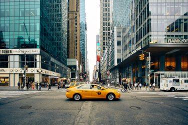まだタクシー使ってるの?スマートに節約する大人の移動術